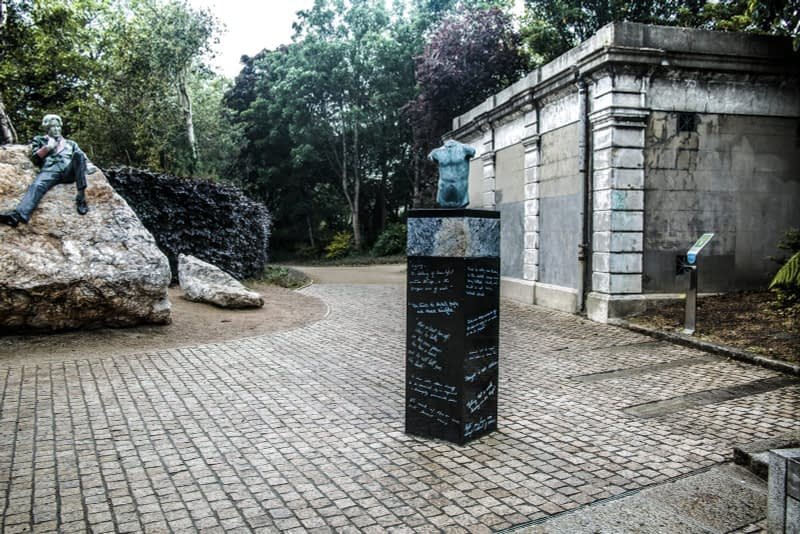 THERE-ARE-THREE-ELEMENTS-TO-THE-OSCAR-WILDE-SCULPTURE-IN-MERRION-SQUARE-ARTIST-DANNY-OSBORNE-162289-1