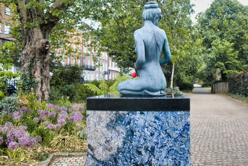 THERE-ARE-THREE-ELEMENTS-TO-THE-OSCAR-WILDE-SCULPTURE-IN-MERRION-SQUARE-ARTIST-DANNY-OSBORNE-162291-1