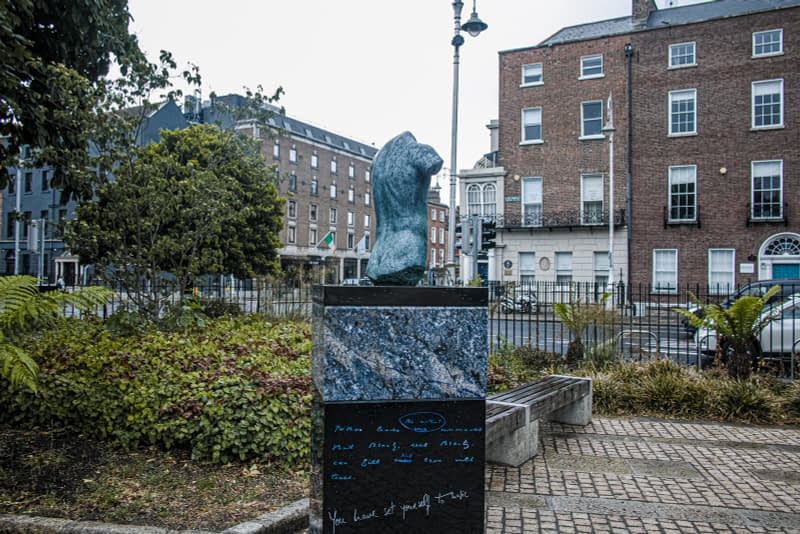 THERE-ARE-THREE-ELEMENTS-TO-THE-OSCAR-WILDE-SCULPTURE-IN-MERRION-SQUARE-ARTIST-DANNY-OSBORNE-162293-1