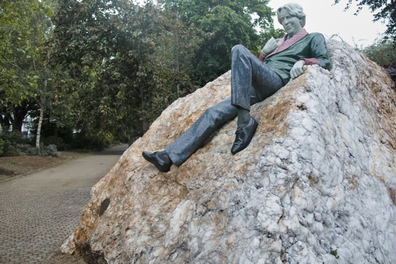 THERE-ARE-THREE-ELEMENTS-TO-THE-OSCAR-WILDE-SCULPTURE-IN-MERRION-SQUARE-ARTIST-DANNY-OSBORNE-162294-1