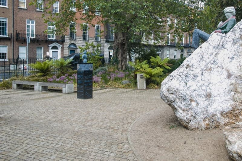 THERE-ARE-THREE-ELEMENTS-TO-THE-OSCAR-WILDE-SCULPTURE-IN-MERRION-SQUARE-ARTIST-DANNY-OSBORNE-162295-1