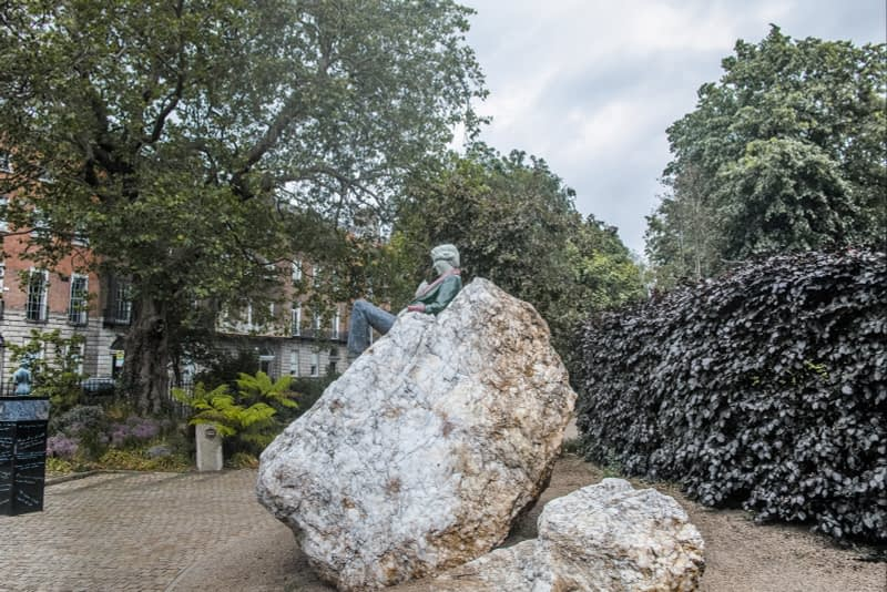 THERE-ARE-THREE-ELEMENTS-TO-THE-OSCAR-WILDE-SCULPTURE-IN-MERRION-SQUARE-ARTIST-DANNY-OSBORNE-162296-1