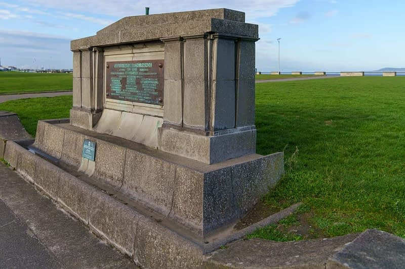 THE-PIANO-MONUMENT-MARINE-PARADE-IN-NEWTOWNSMITH-160182-1