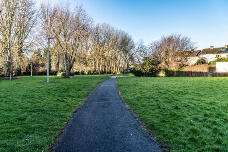 SMALL-PUBLIC-SPACE-AT-POUND-LANE-IN-MAYNOOTH-LYREEN-RIVER-160448-1