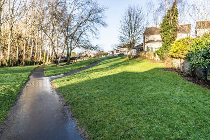 SMALL-PUBLIC-SPACE-AT-POUND-LANE-IN-MAYNOOTH-LYREEN-RIVER-160449-1
