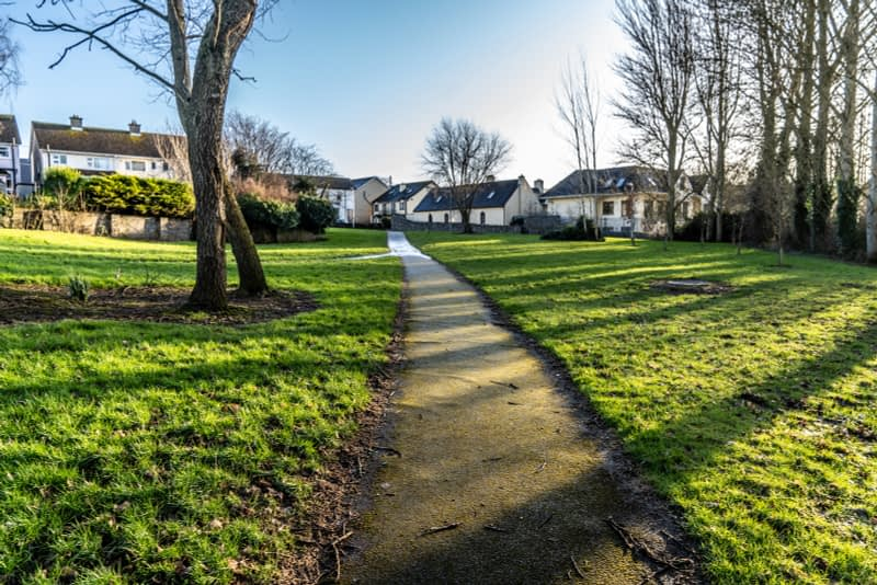SMALL-PUBLIC-SPACE-AT-POUND-LANE-IN-MAYNOOTH-LYREEN-RIVER-160451-1