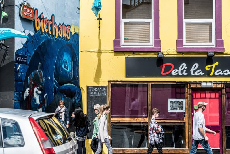 PUMP-LANE-IN-GALWAY-FEATURES-SOME-WORTHWHILE-STREET-ART-OFF-HENRY-STREET-161189-1