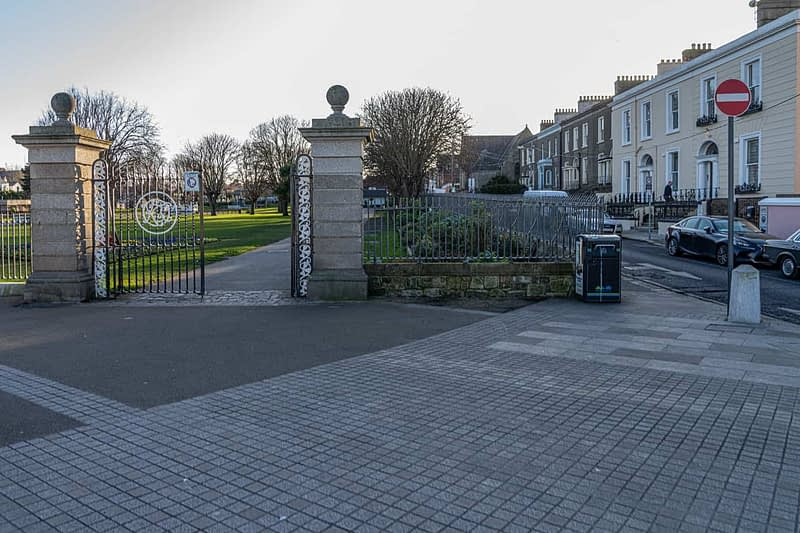 DUN-LAOGHAIRE-WATERFRONT-ALONG-QUEENS-ROAD-159888-1