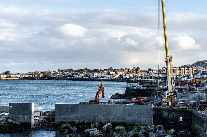 DUN-LAOGHAIRE-WATERFRONT-ALONG-QUEENS-ROAD-159892-1