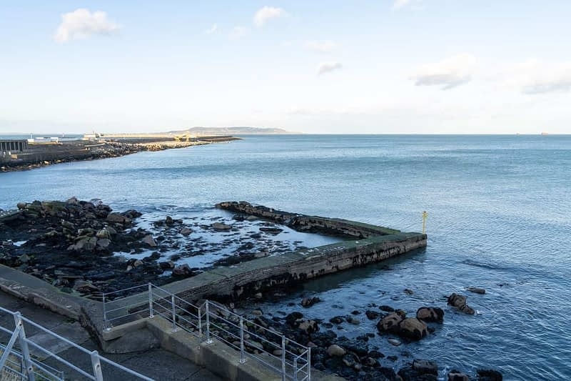 DUN-LAOGHAIRE-WATERFRONT-ALONG-QUEENS-ROAD-159894-1