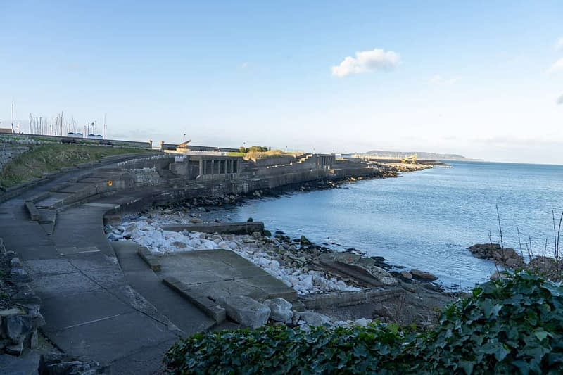 DUN-LAOGHAIRE-WATERFRONT-ALONG-QUEENS-ROAD-159896-1