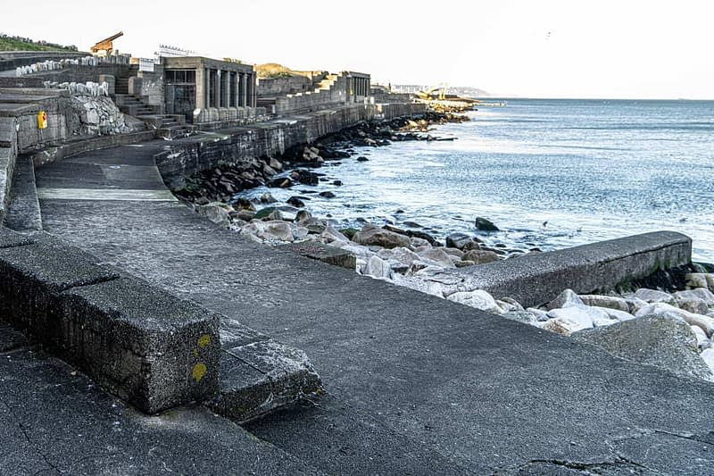 DUN-LAOGHAIRE-WATERFRONT-ALONG-QUEENS-ROAD-159901-1