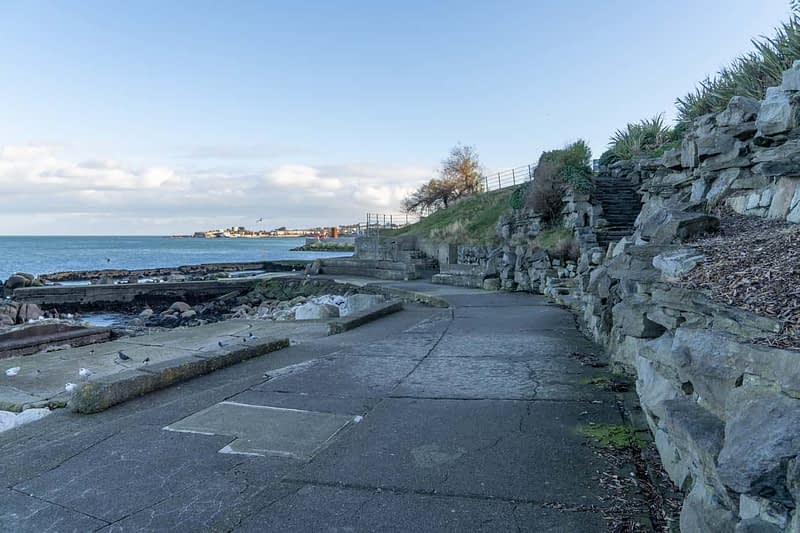 DUN-LAOGHAIRE-WATERFRONT-ALONG-QUEENS-ROAD-159904-1