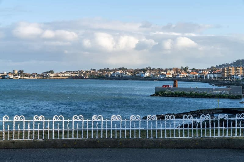 DUN-LAOGHAIRE-WATERFRONT-ALONG-QUEENS-ROAD-159906-1