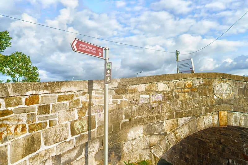 ROYAL-CANAL-WAY-NEAR-WHERE-THE-RATOATH-ROAD-CROSSES-THE-CANAL-AND-RAILWAY-165926-1