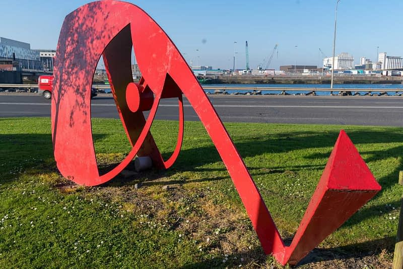 PUBLIC-ART-AT-YORK-ROADRED-METAL-THINGS-160331-1