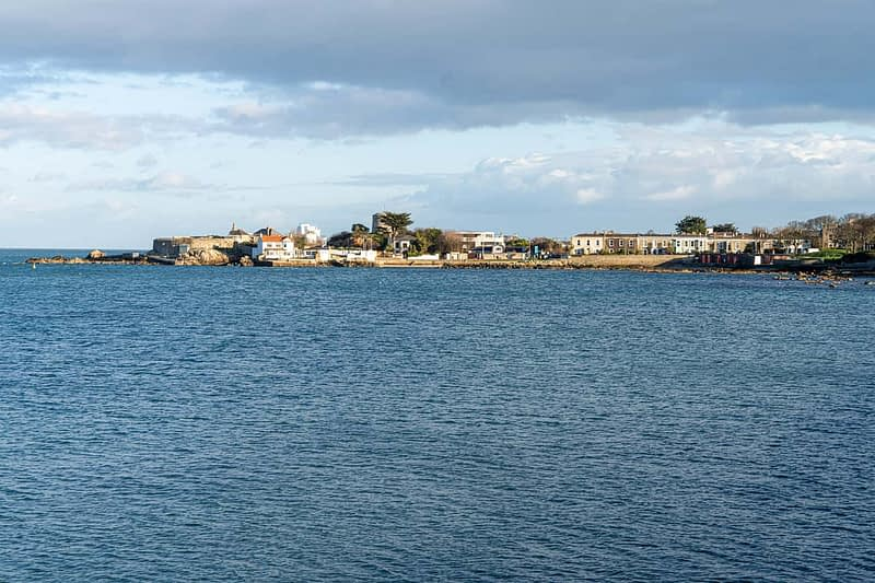 SEAFRONT-IN-DUN-LAOGHAIRE-SCOTSMANS-BAY-159963-1
