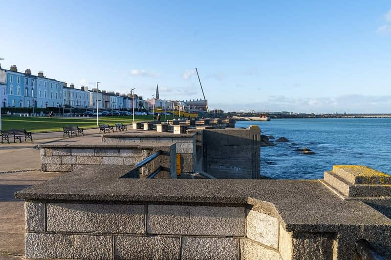 SEAFRONT-IN-DUN-LAOGHAIRE-SCOTSMANS-BAY-159964-1