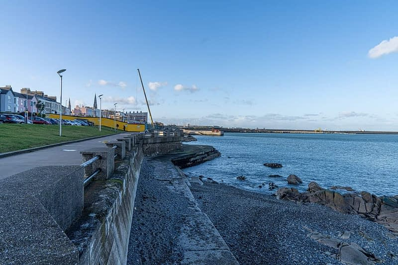 SEAFRONT-IN-DUN-LAOGHAIRE-SCOTSMANS-BAY-159967-1