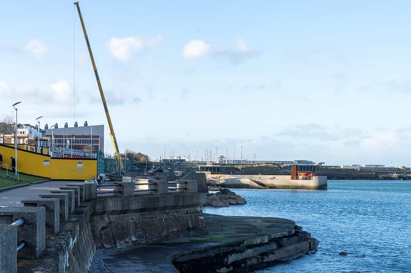 SEAFRONT-IN-DUN-LAOGHAIRE-SCOTSMANS-BAY-159968-1