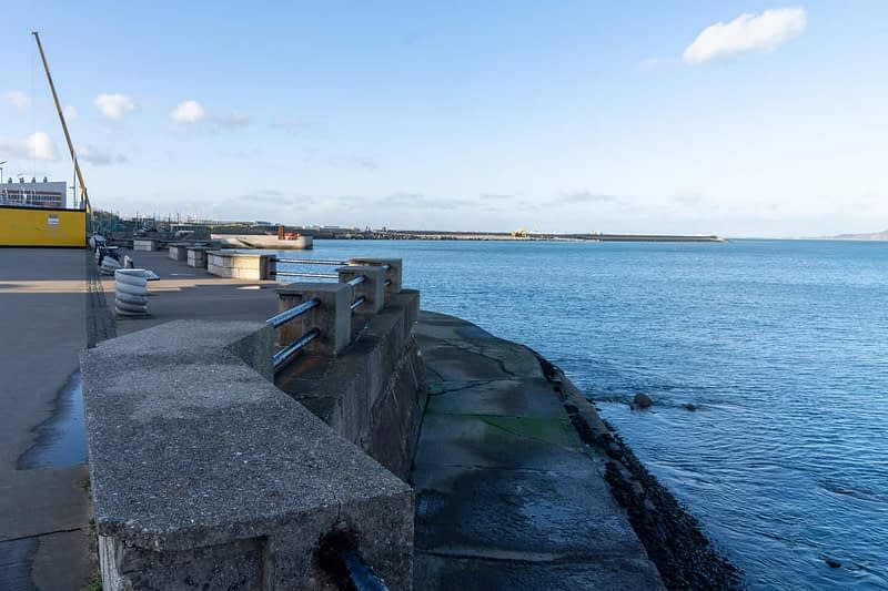 SEAFRONT-IN-DUN-LAOGHAIRE-SCOTSMANS-BAY-159969-1