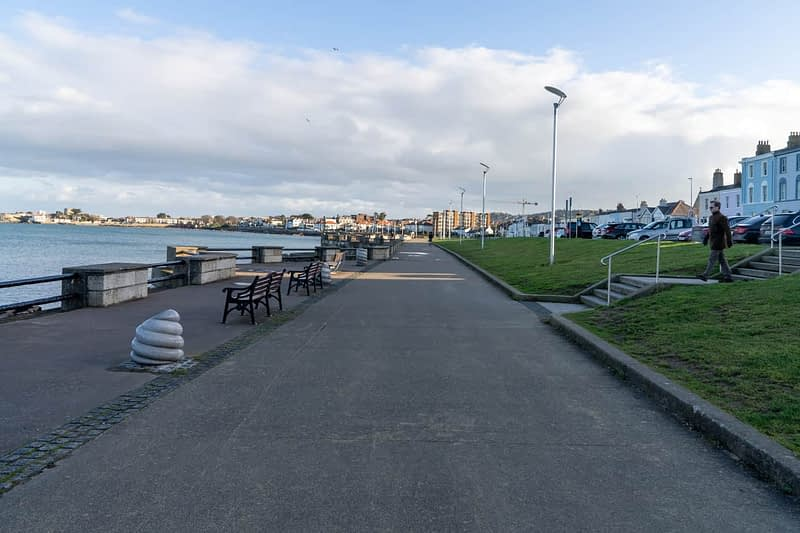 SEAFRONT-IN-DUN-LAOGHAIRE-SCOTSMANS-BAY-159972-1
