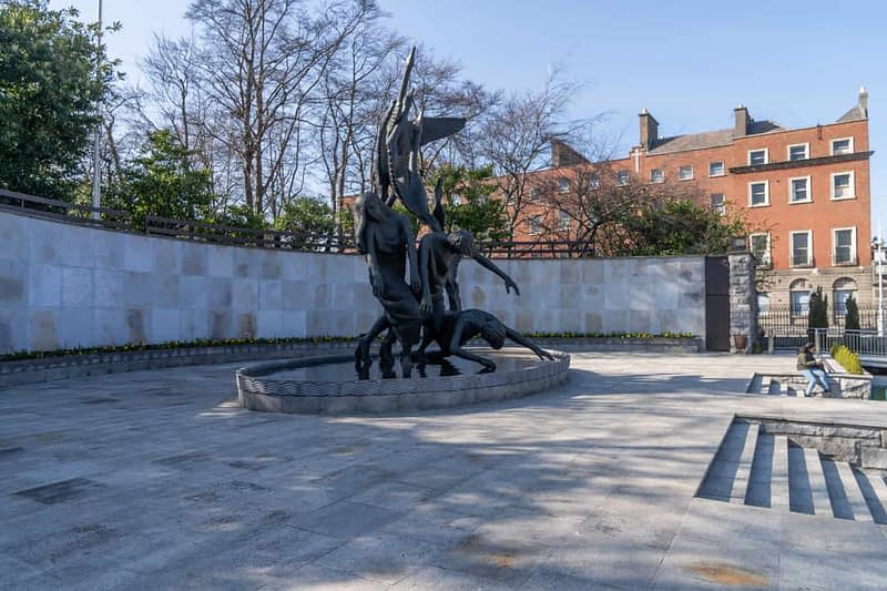 A-LARGE-SCULPTURE-OISIN-KELLY-THE-CHILDREN-OF-LIR-160731-1