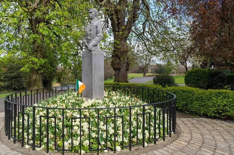 SEAN-HEUSTON-MONUMENT-BY-LAURENCE-CAMPBELL-PEOPLES-FLOWER-GARDENS-IN-PHOENIX-PARK-160252-1