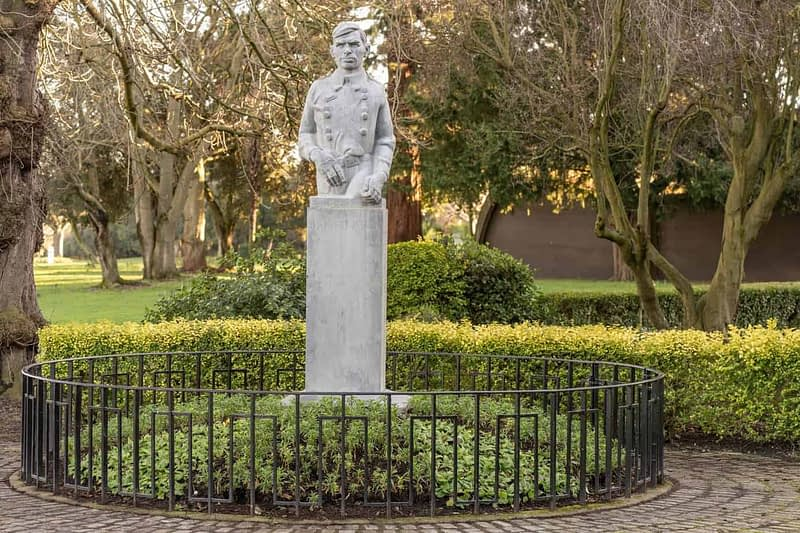 SEAN-HEUSTON-MONUMENT-BY-LAURENCE-CAMPBELL-PEOPLES-FLOWER-GARDENS-IN-PHOENIX-PARK-160255-1