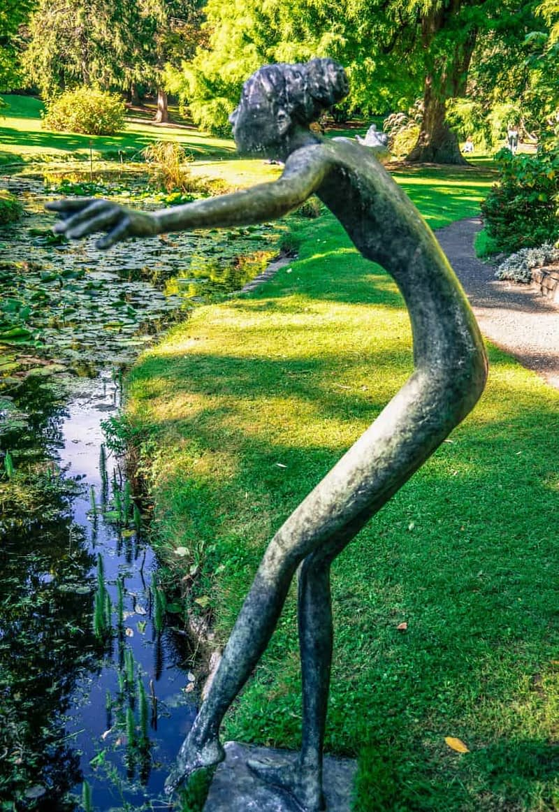TOE-IN-THE-WATER-A-SCULPTURE-BY-BOB-QUINN-167193-1
