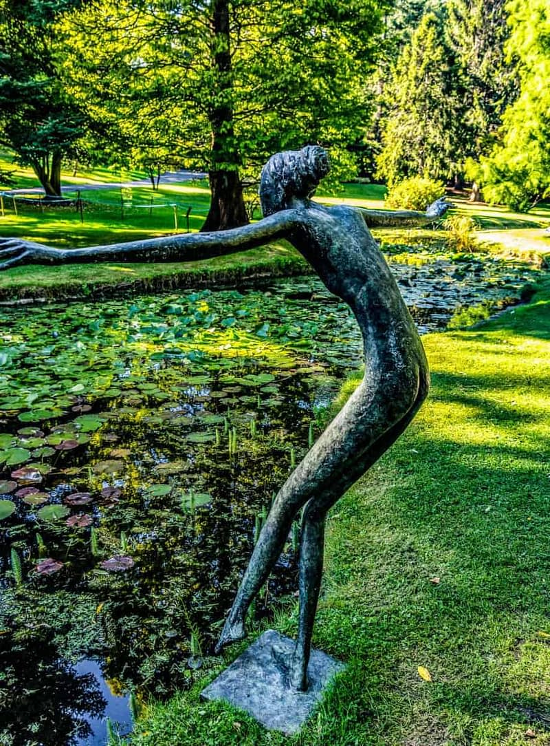 TOE-IN-THE-WATER-A-SCULPTURE-BY-BOB-QUINN-167194-1