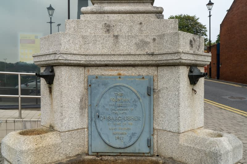 DR-ISAAC-USHER-MONUMENT-THE-DOCTOR-WAS-ONE-OF-THE-FIRST-PEOPLE-IN-IRELAND-TO-DIE-IN-A-CAR-ACCIDENT-165516-1