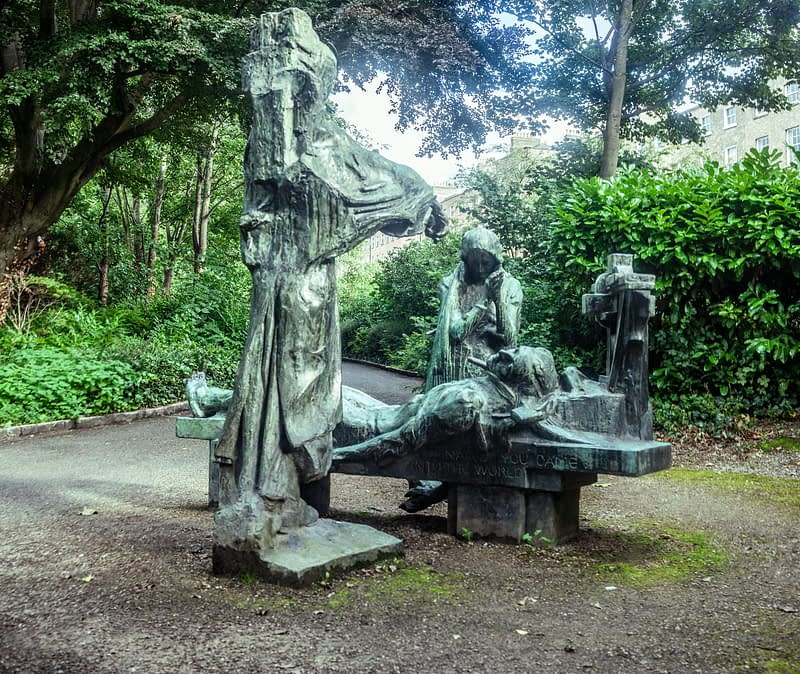 VICTIMS-SCULPTURE-BY-ANDREW-OCONNOR-IN-MERRION-SQUARE-PARK-167532-1