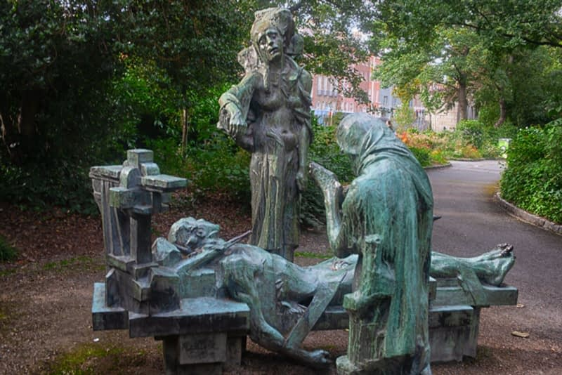 VICTIMS-SCULPTURE-BY-ANDREW-OCONNOR-IN-MERRION-SQUARE-PARK-167535-1