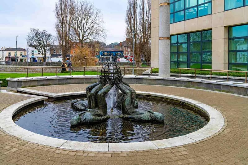WHO-MADE-THE-WORLD-BY-CLIODHNA-CUSSEN-LOCATED-AT-THE-HERBERT-PARK-HOTEL-IN-BALLSBRIDGE-159350-1