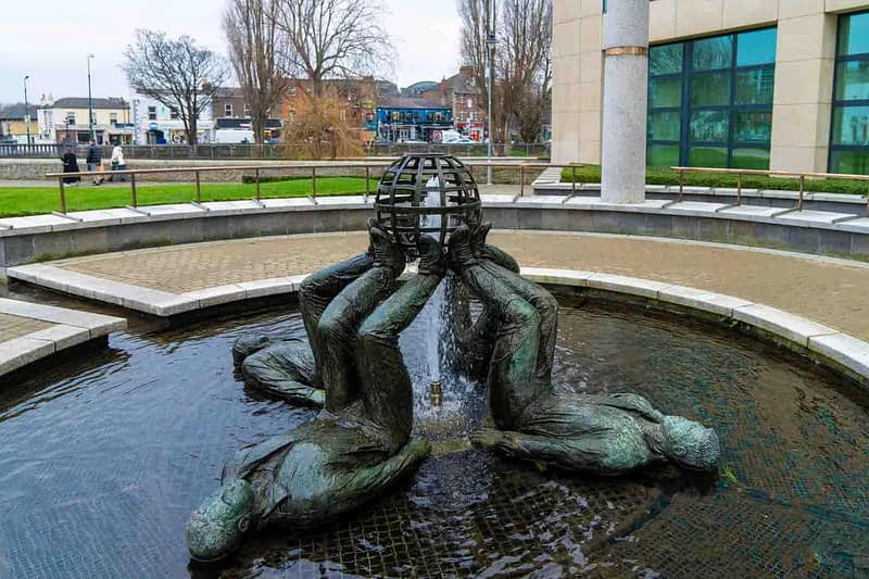 WHO-MADE-THE-WORLD-BY-CLIODHNA-CUSSEN-LOCATED-AT-THE-HERBERT-PARK-HOTEL-IN-BALLSBRIDGE-159351-1