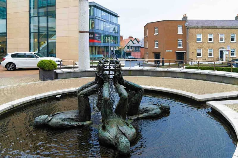 WHO-MADE-THE-WORLD-BY-CLIODHNA-CUSSEN-LOCATED-AT-THE-HERBERT-PARK-HOTEL-IN-BALLSBRIDGE-159354-1