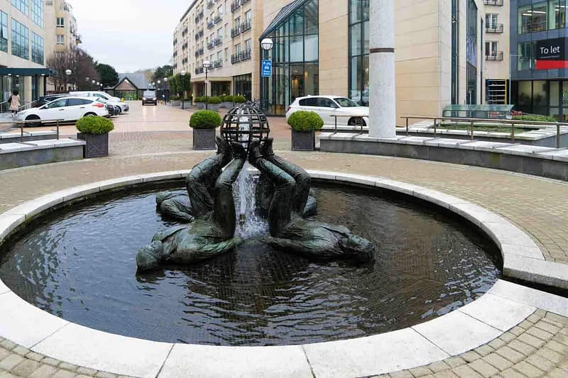 WHO-MADE-THE-WORLD-BY-CLIODHNA-CUSSEN-LOCATED-AT-THE-HERBERT-PARK-HOTEL-IN-BALLSBRIDGE-159355-1