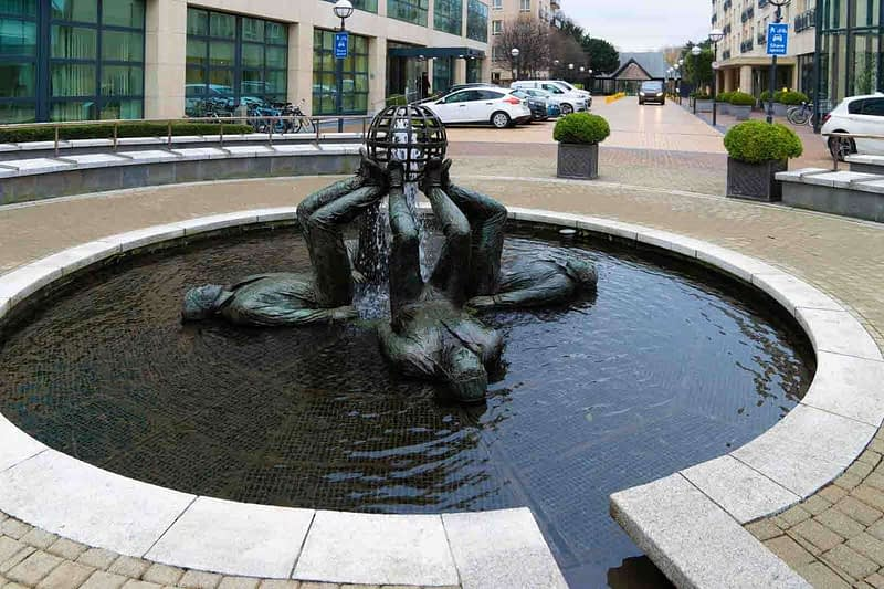 WHO-MADE-THE-WORLD-BY-CLIODHNA-CUSSEN-LOCATED-AT-THE-HERBERT-PARK-HOTEL-IN-BALLSBRIDGE-159356-1