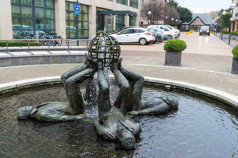 WHO-MADE-THE-WORLD-BY-CLIODHNA-CUSSEN-LOCATED-AT-THE-HERBERT-PARK-HOTEL-IN-BALLSBRIDGE-159357-1
