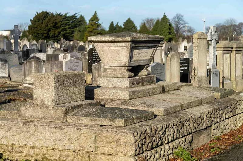 FAMILY-VAULT-ALDERMAN-WILLIAM-FRY-MOUNT-JEROME-CEMETERY-DUBLIN-159231-1