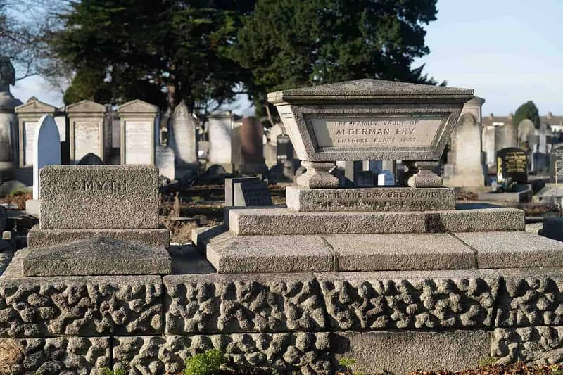 FAMILY-VAULT-ALDERMAN-WILLIAM-FRY-MOUNT-JEROME-CEMETERY-DUBLIN-159232-1